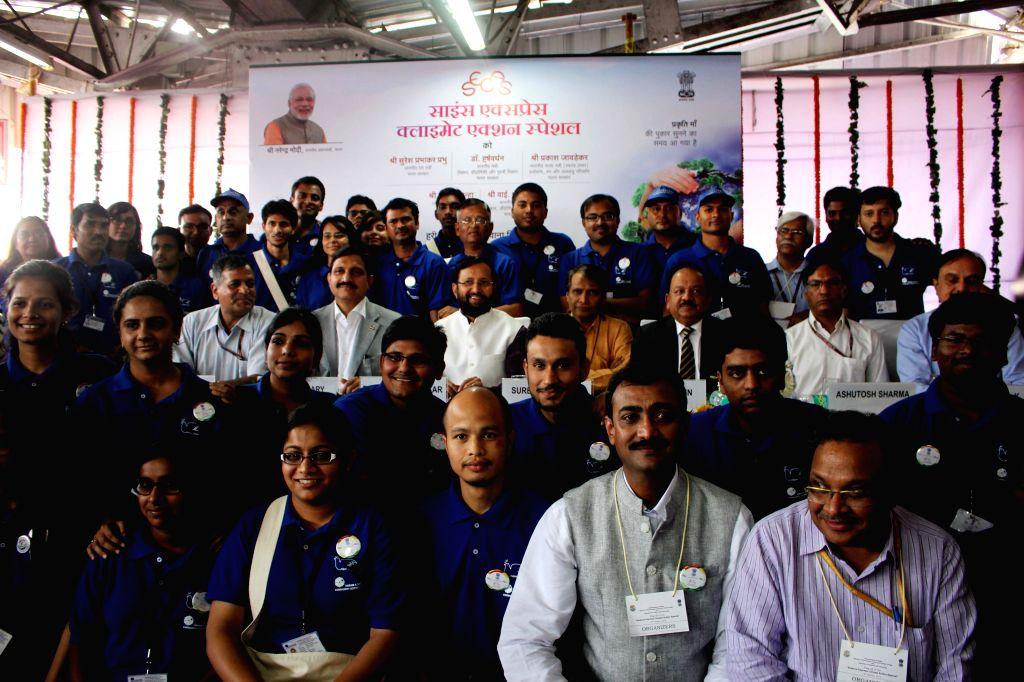 Union Minister for Science and Technology Harsh Vardhan, Union Environment Minister Prakash Javadekar and Union Railway Minister Suresh Prabhakar Prabhu during a programme organised to ... - Prakash Javadekar and Suresh Prabhakar Prabhu