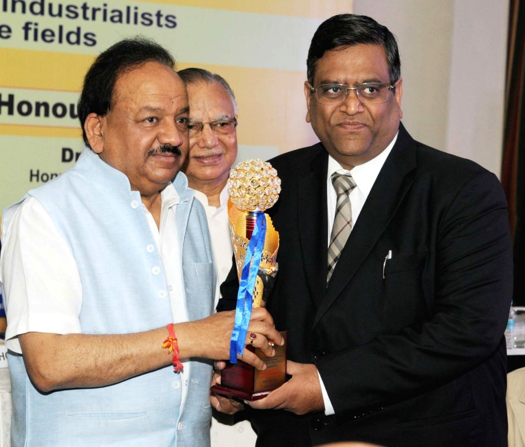 Union Minister for Science & Technology and Earth Sciences, Dr. Harsh Vardhan during the 13th Business Sphere Awards function, in New Delhi on June 30, 2016.