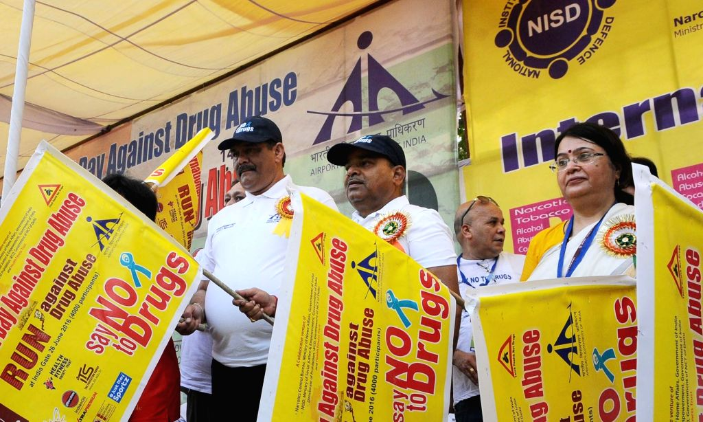 Union Minister for Social Justice and Empowerment Thaawar Chand Gehlot flags off National Run against Drug Abuse, in New Delhi on June 26, 2016. Also seen Minister of State for Social ...