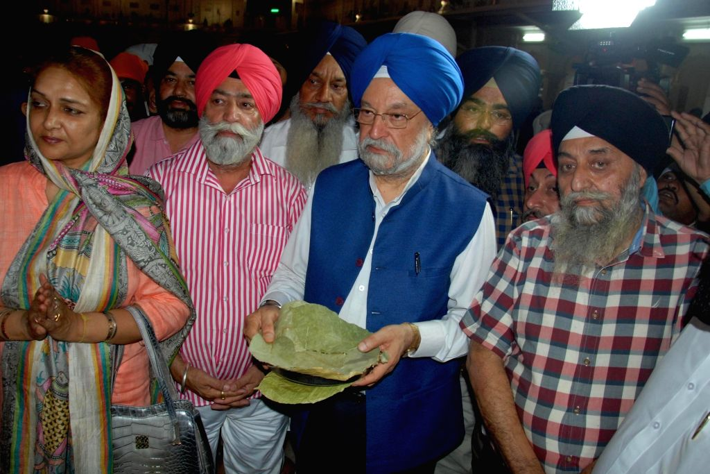 Union Minister Hardeep Singh Puri visits Golden Temple in Amritsar, on June 1, 2019. - Hardeep Singh Puri