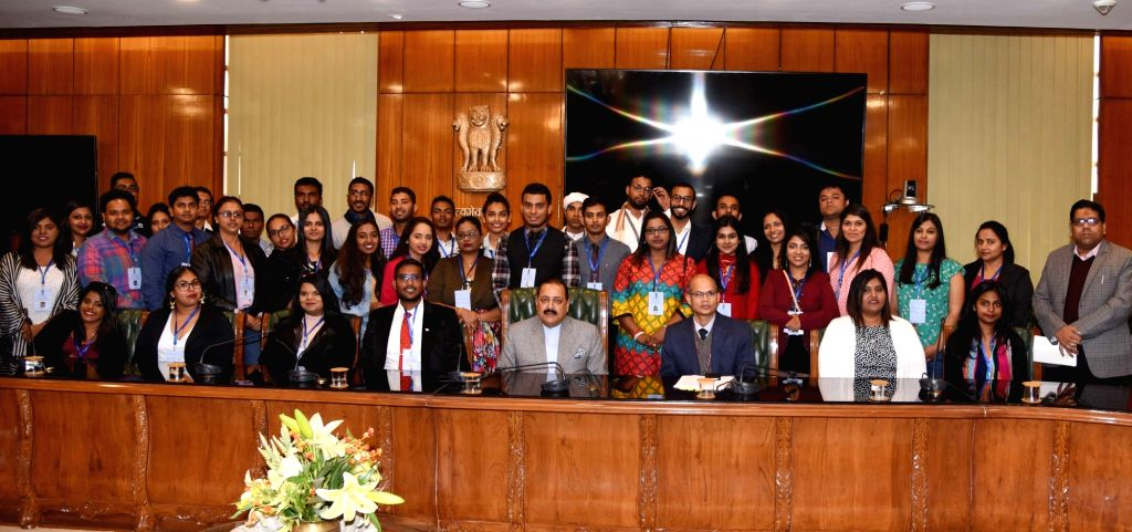 """Union Minister Jitendra Singh with Indian origin participants of the 53rd Edition of """"Know India Programme"""" visiting India from 8 countries, in New Delhi, on Feb 5, 2019. - Jitendra Singh"""