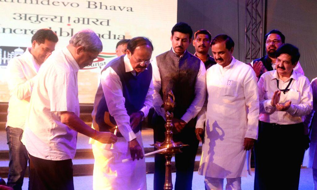 "Union Minister M.V Naidu, Rajyvardhan Singh Rathore, Difference minister Manohar Parrikar, inaugurate "" Bharat Parv"" on the celebration of 70th Independence Day in New Delhi on ... - M., V Naidu and Rajyvardhan Singh Rathore"