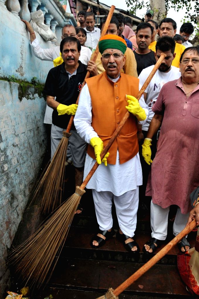 Union Minister of State for Parliamentary Affairs Arjun Ram Meghwal participates in a cleanliness drive in Kolkata on Sep 14, 2019.