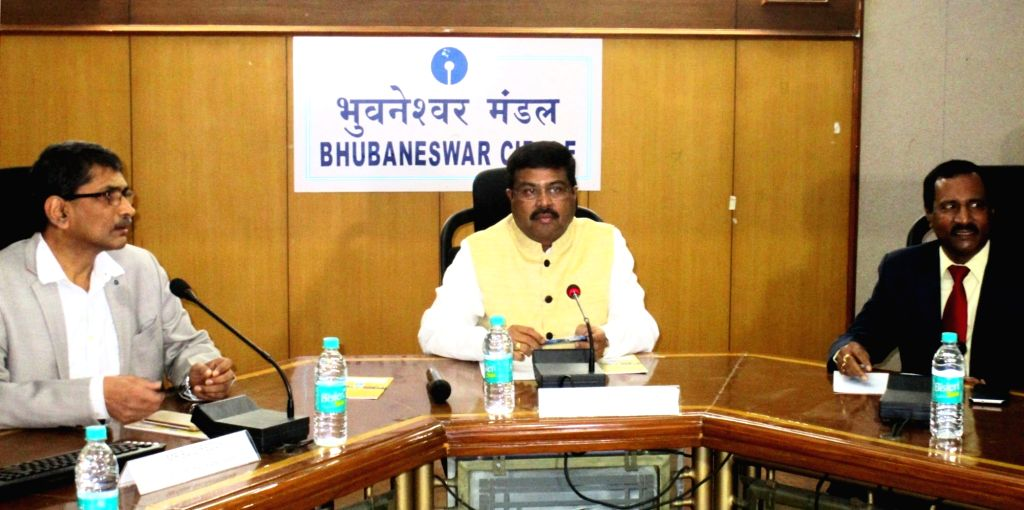 Union Minister of State for Petroleum and Natural Gas Dharmendra Pradhan reviews the post-demonetization situation in Odisha, at Bhubaneswar on Nov 26, 2016.