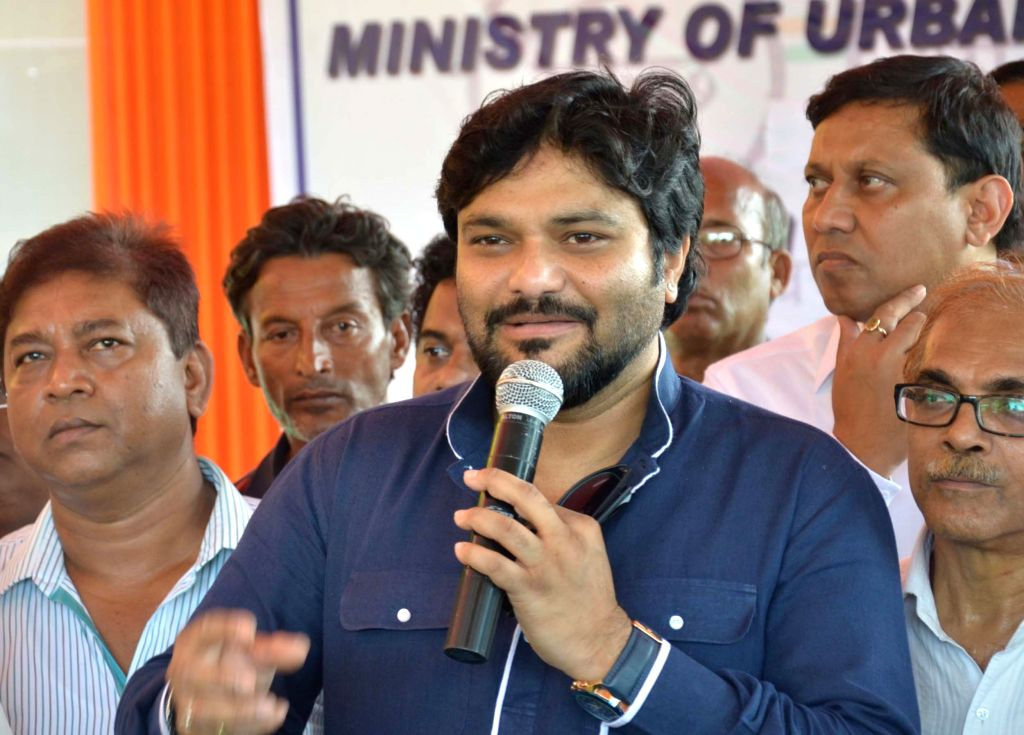 Union Minister of State for Urban Development, Housing and Urban Poverty Alleviation Babul Supriyo addresses at the inauguration of a mobile toilet at the Victoria Memorial in Kolkata, on ...