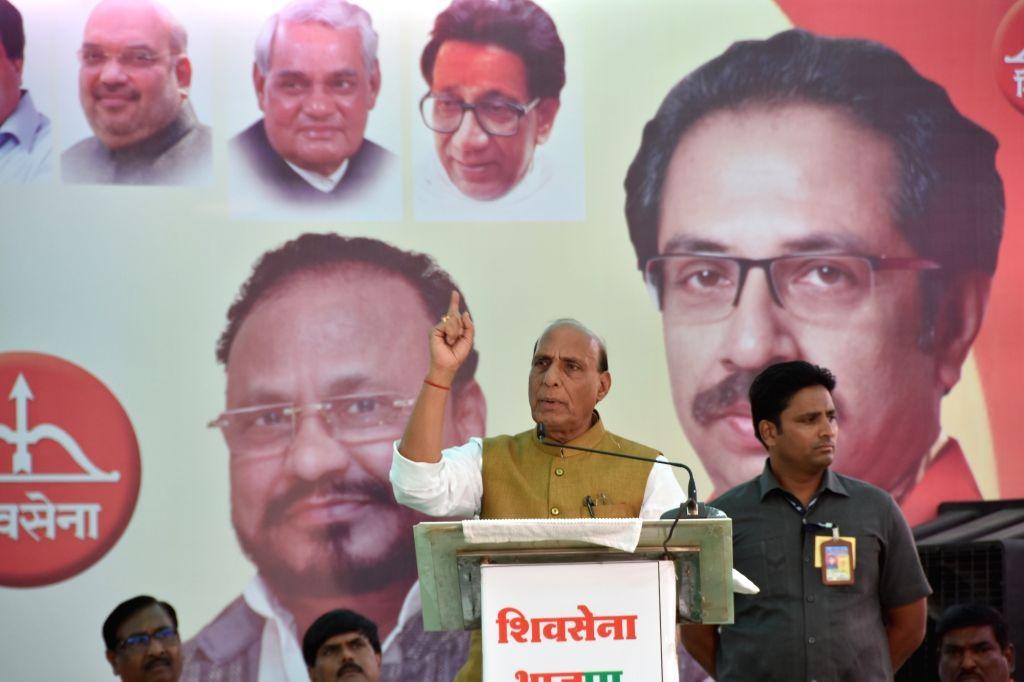 Union Minister Rajnath Singh addresses during a public rally ahead of 2019 Lok Sabha elections in Amravati, Maharashtra on April 9, 2019. - Rajnath Singh