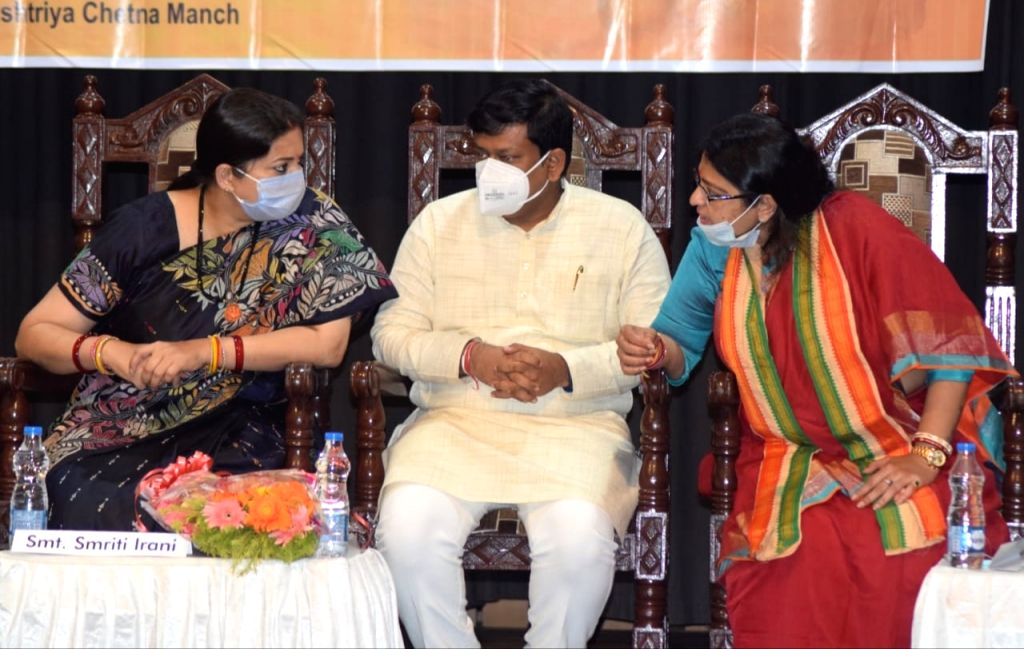 Union Minister Smirti Irani, West Bengal BJP State President Sukanta Mojumder and BJP candidate of Bhawanipur constituency by-poll Priyanka Tibrewal during election campaign in Kolkata on ... - Smirti Irani