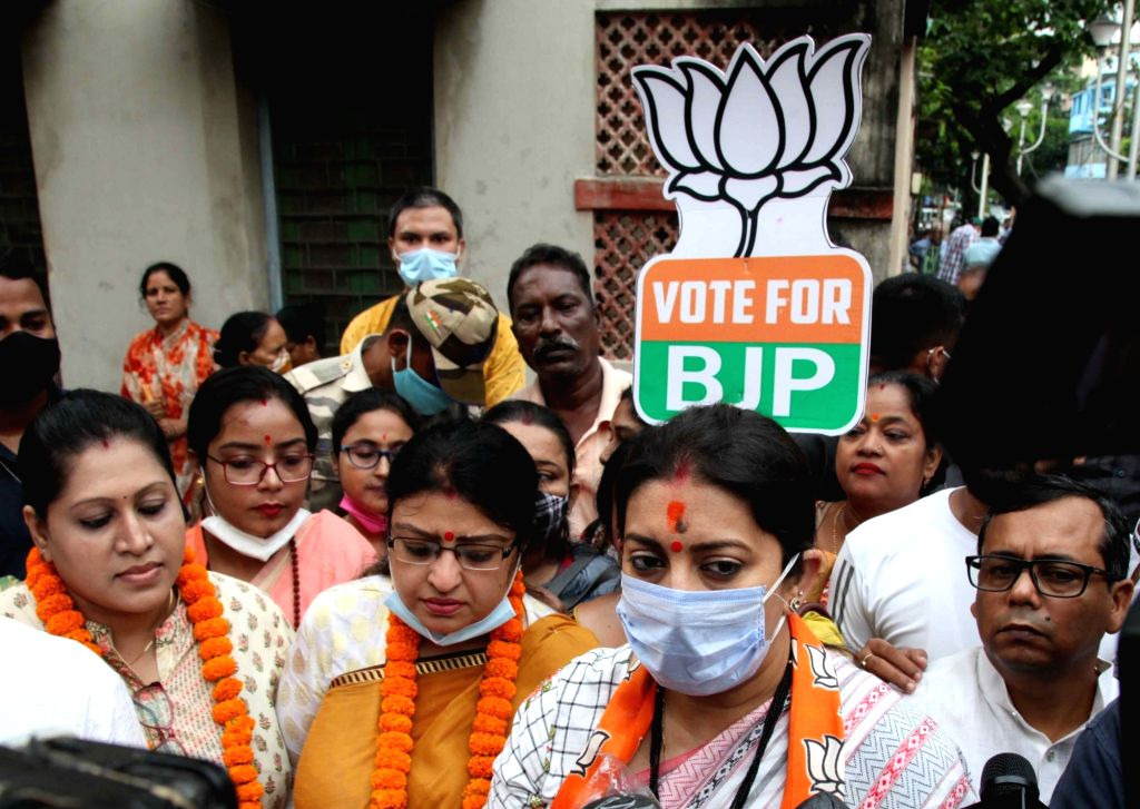 Union Minister Smriti Irani with BJP candidate of Bhawanipur constituency by-poll Priyanka Tibrewal at a election campaign in Kolkata on Saturday September 25,2021.(PHOTO:KUNTAL CHAKRABARTY) - Smriti Irani