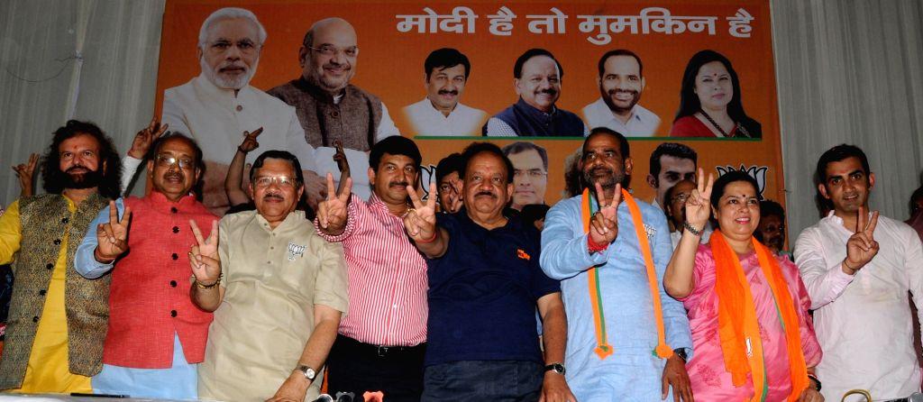 Union Minister Vijay Goel and BJP leader Shyam Jaju with the party's Lok Sabha candidates from Delhi - Hansraj Hans (North West Delhi), Manoj Tiwari (North East Delhi), Harshvardhan ... - Vijay Goel