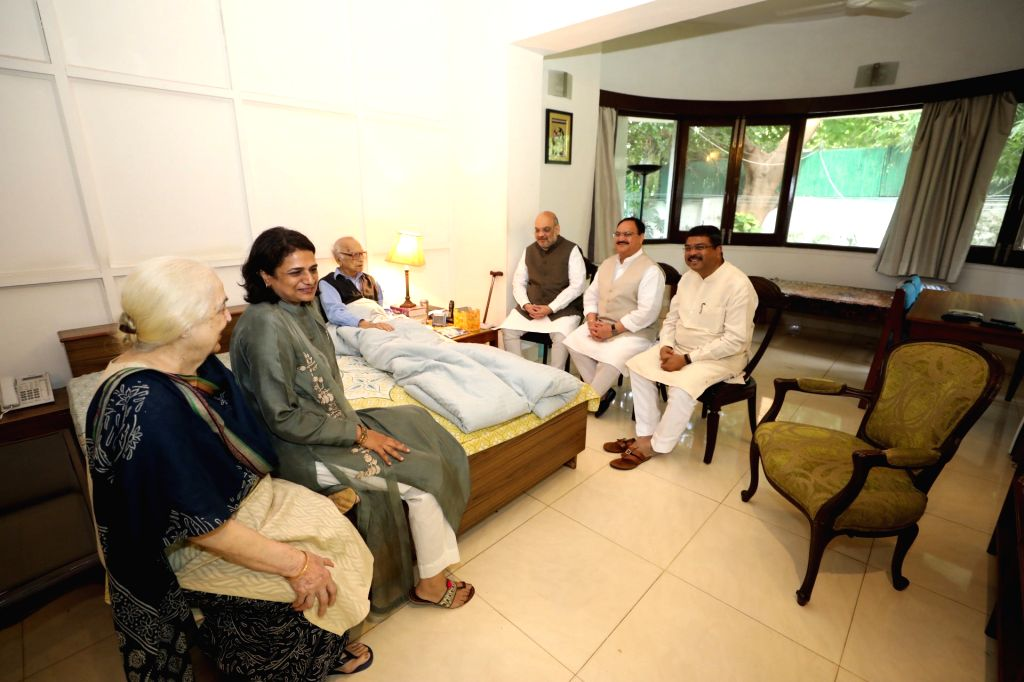 Union Ministers Amit Shah and Dharmendra Pradhan meets former Jammu and Kashmir Governor Jagmohan Malhotra in New Delhi on Sep 3, 2019. Also seen BJP working president JP Nadda. - Ministers Amit Shah, Dharmendra Pradhan and Jagmohan Malhotra