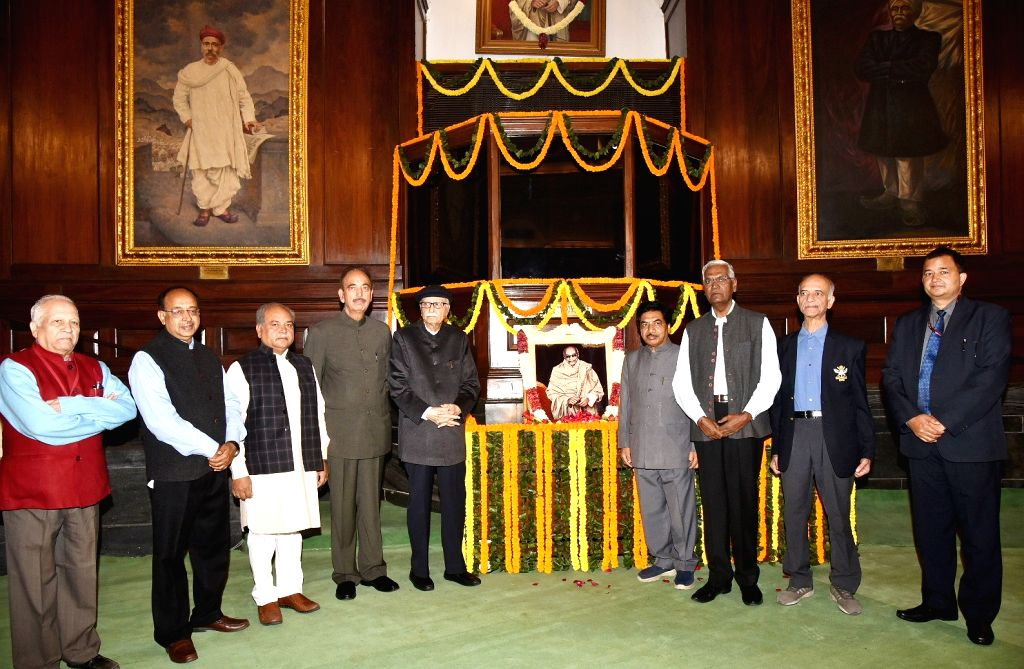 Union Ministers Narendra Singh Tomar and Vijay Goel, Congress leader Ghulam Nabi Azad, BJP leader L.K. Advani, CPI leader D. Raja and other dignitaries pay tributes to C. Rajagopalachari, ... - Narendra Singh Tomar, Vijay Goel and K. Advani