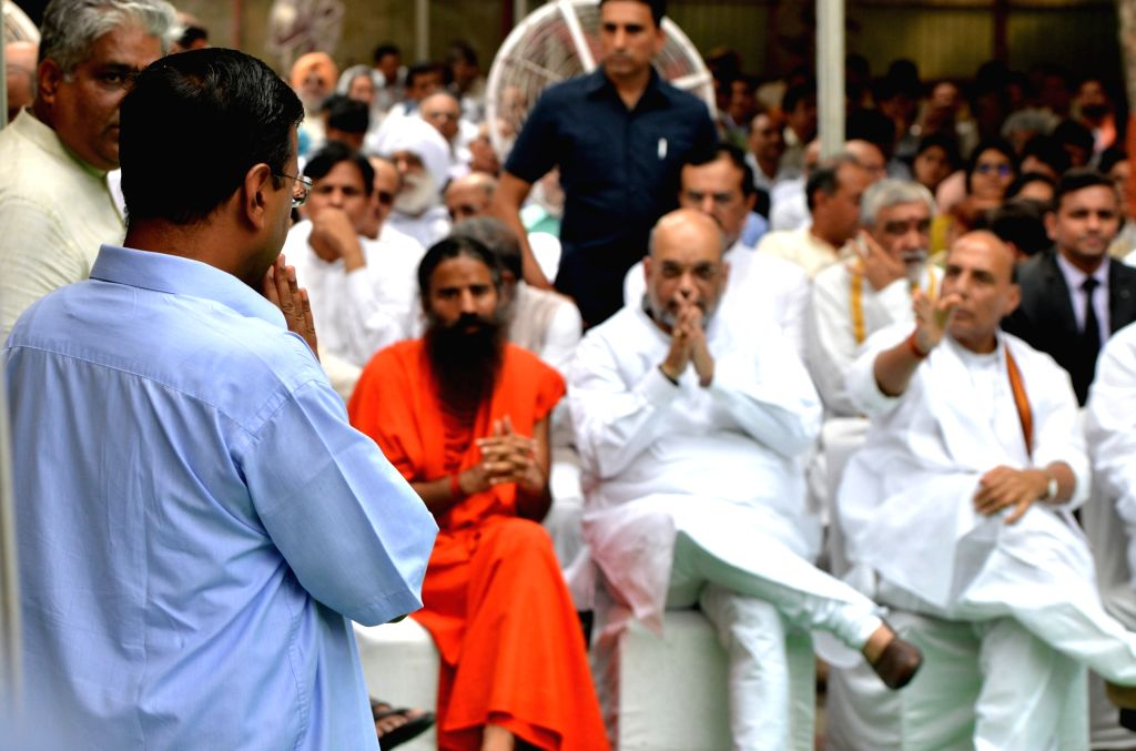 Union Ministers Rajnath Singh, Amit Shah, Delhi Chief Minister Arvind Kejriwal and yoga guru Baba Ramdev attend the last rites of former Finance Minister Arun Jaitley at Nigambodh Ghat in ... - Delhi Chief Minister Arvind Kejriwal, Ministers Rajnath Singh, Amit Shah and Arun Jaitley