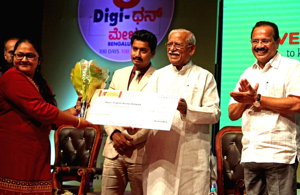 "Union Ministers Ramesh Jigajinagi and D. V. Sadananda Gowda with actor Sanchari Vijay at the inauguration of ""Digi Dhan Mela"", in Bengaluru on Jan 16, 2017. - Sanchari Vijay, Ramesh Jigajinagi and D. V. Sadananda Gowda"