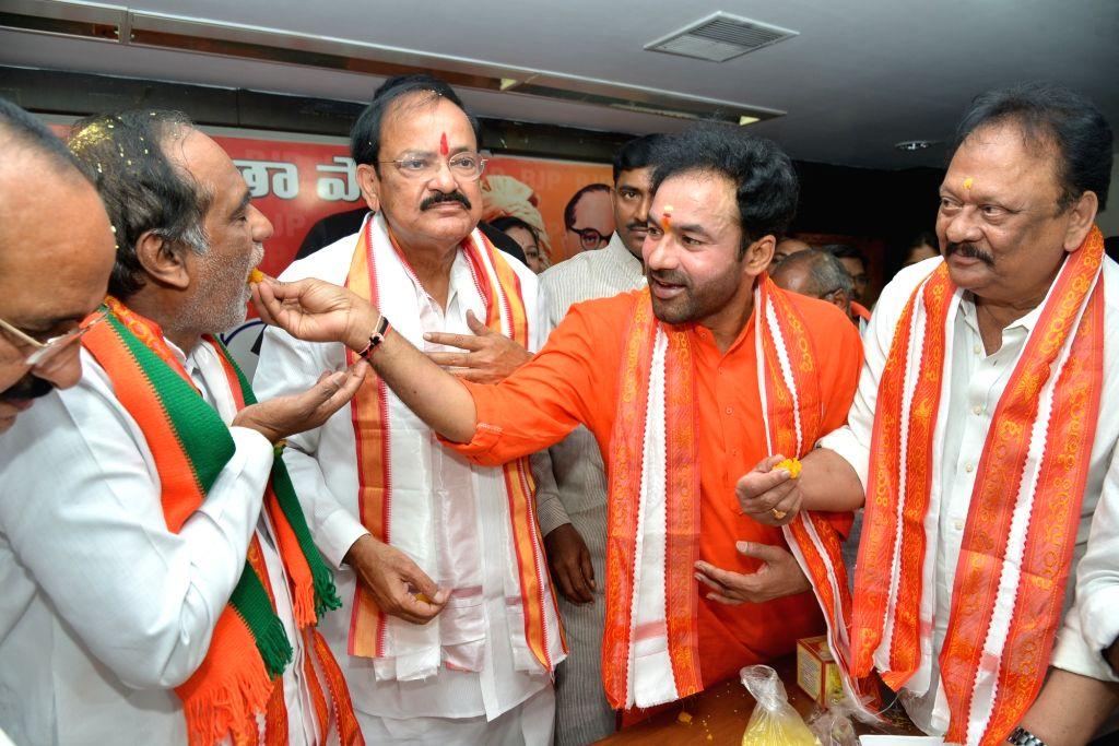 Union Ministers Venkaiah Naidu and Bandaru Dattatreya during a BJP programme in Hyderabad on April 22, 2016. - Ministers Venkaiah Naidu and Bandaru Dattatreya