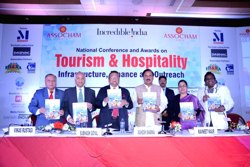"""Union MoS Culture Dr. Mahesh Sharma during ASSOCHAM Conference on """"Tourism and Hospitality, Infrastructure and Outreach"""" in New Delhi, on Feb 15, 2018. - Mahesh Sharma"""