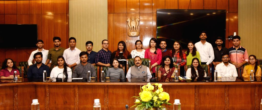 Union MoS Development of North Eastern Region (I/C), Prime Minister???s Office, Personnel, Public Grievances and Pensions, Atomic Energy and Space Jitendra Singh meets a group of students ... - Jitendra Singh