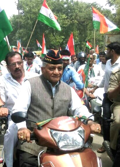 Union MoS External Affairs Gen. (Retd) V.K. Singh rides a bike as he participates in Tiranga Yatra on Independence Day in Ghaziabad on Aug 15, 2016. - K. Singh