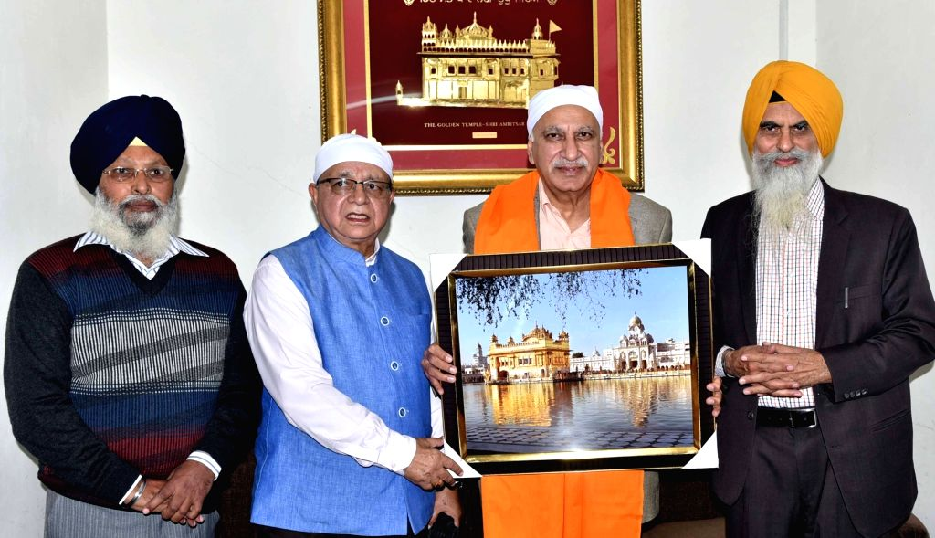 Union MoS External Affairs MJ akbar pays obeisance at the Golden Temple in Amritsar, on Nov 29, 2016.