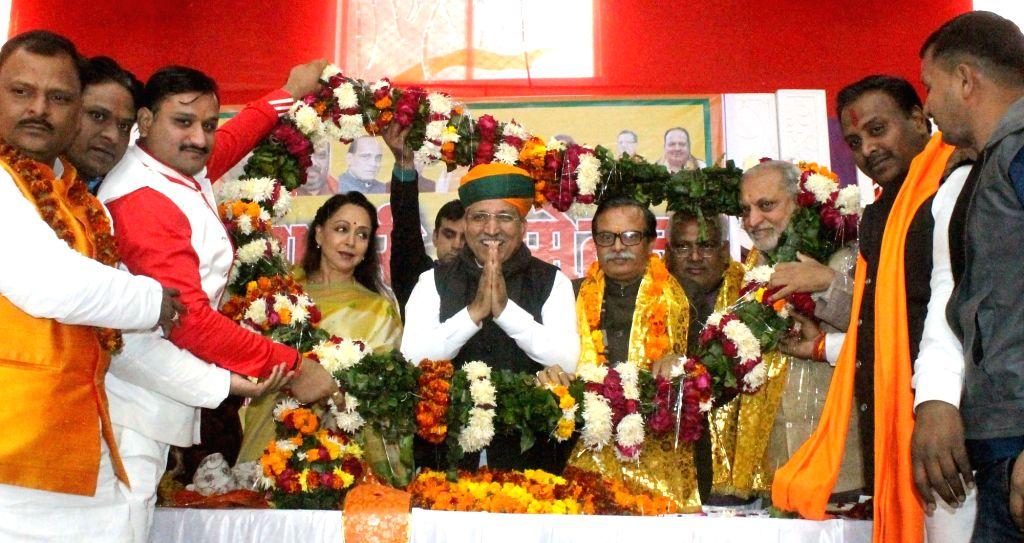 Union MoS Finance Arjun Ram Meghwal and BJP MP Hema Malini during a BJP programme in Mathura on Jan 13, 2017. - Hema Malini