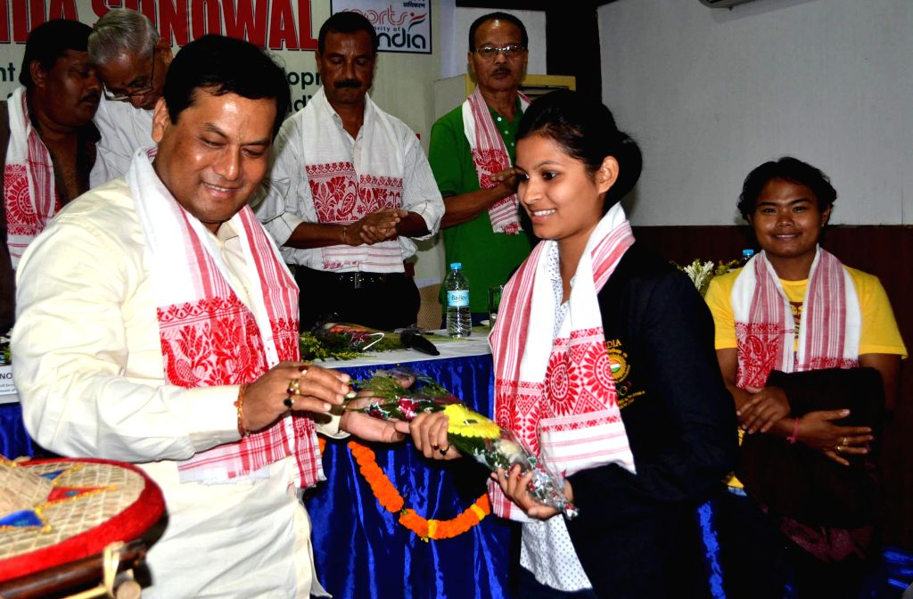 Union MoS for Skill Development, Entrepreneurship, Youth Affairs and Sports (Independent Charge) Sarbananda Sonowal felicitates a sports woman at an Interactive Session with Sportspersons and sports .