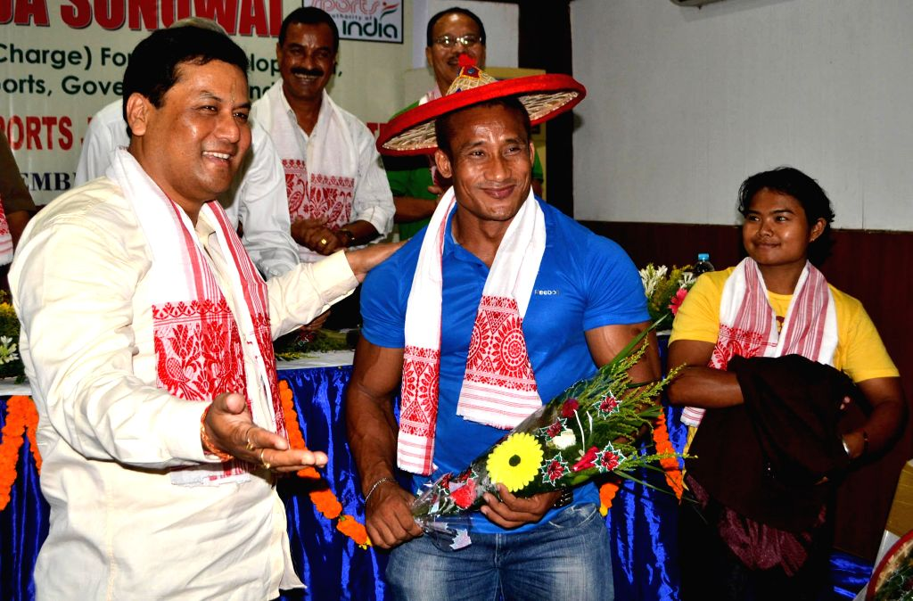 Union MoS for Skill Development, Entrepreneurship, Youth Affairs and Sports (Independent Charge) Sarbananda Sonowal with bodybuilder Bobby Singh at an Interactive Session with Sportspersons and ... - Singh
