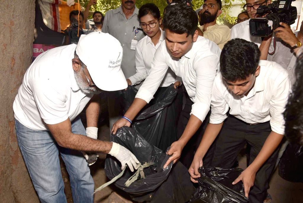 "Union MoS for Tourism (I/C) Alphons Kannanthanam participats in cleanliness drive on the occasion of the ""Swachhata Hi Sewa"" Abhiyan, in New Delhi on Sept 15, 2018."