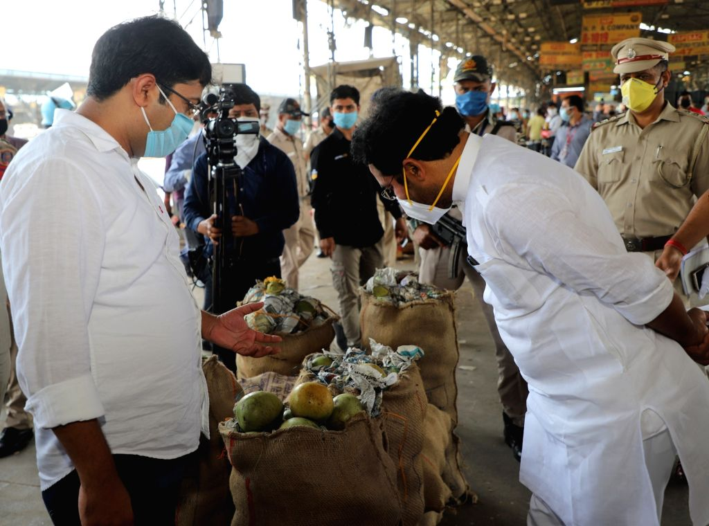 Union MoS G. Kishan Reddy during his visit to Delhi's Azadpur Mandi to assess the supply and safety measures being observed to check the spread of COVID-19, during the extended nationwide ... - G. Kishan Reddy