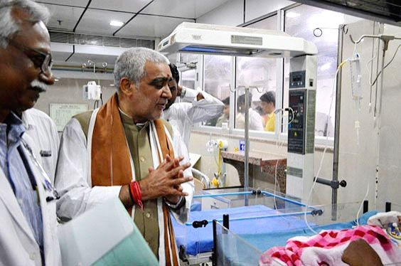 Union MoS Health and Family Welfare Ashwini Kumar Choubey going through the wards of Kolkata Medical College in Kolkata on June 9, 2018.