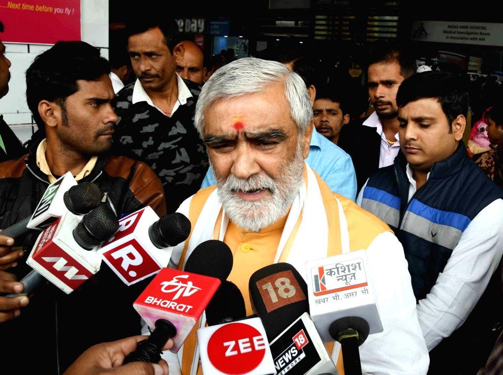 Union MoS Health and Family Welfare Ashwini Kumar Choubey talks to the media at Jay Prakash Narayan Airport in Patna, on Dec 5, 2018.