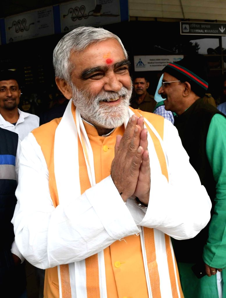 Union MoS Health and Family Welfare Ashwini Kumar Choubey at Jay Prakash Narayan Airport in Patna, on Dec 5, 2018.