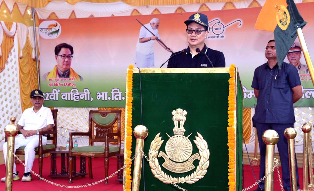 """Union MoS Home Affairs Kiren Rijiju addresses at the cleanliness drive as part of the """"Swachhata Hi Sewa"""" Abhiyan, in New Delhi, on Sept 17, 2018."""