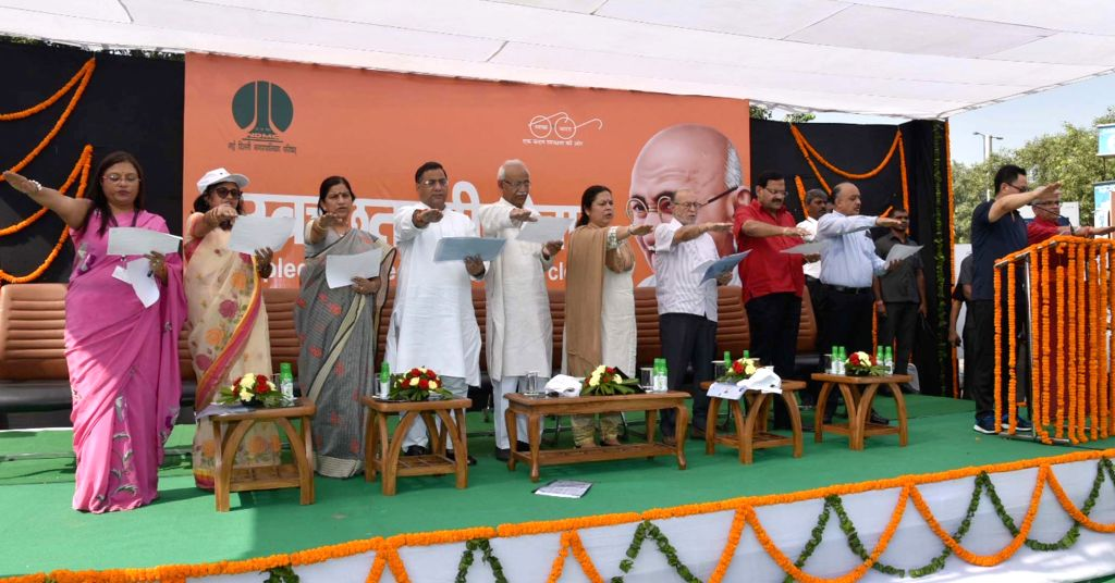 Union MoS Home Affairs Kiren Rijiju administers the Swachhata pledge as part of the 'Swachhata Hi Seva Movement', in New Delhi on Sept 15, 2018. Also seen  Delhi Lieutenant Governor Anil ...