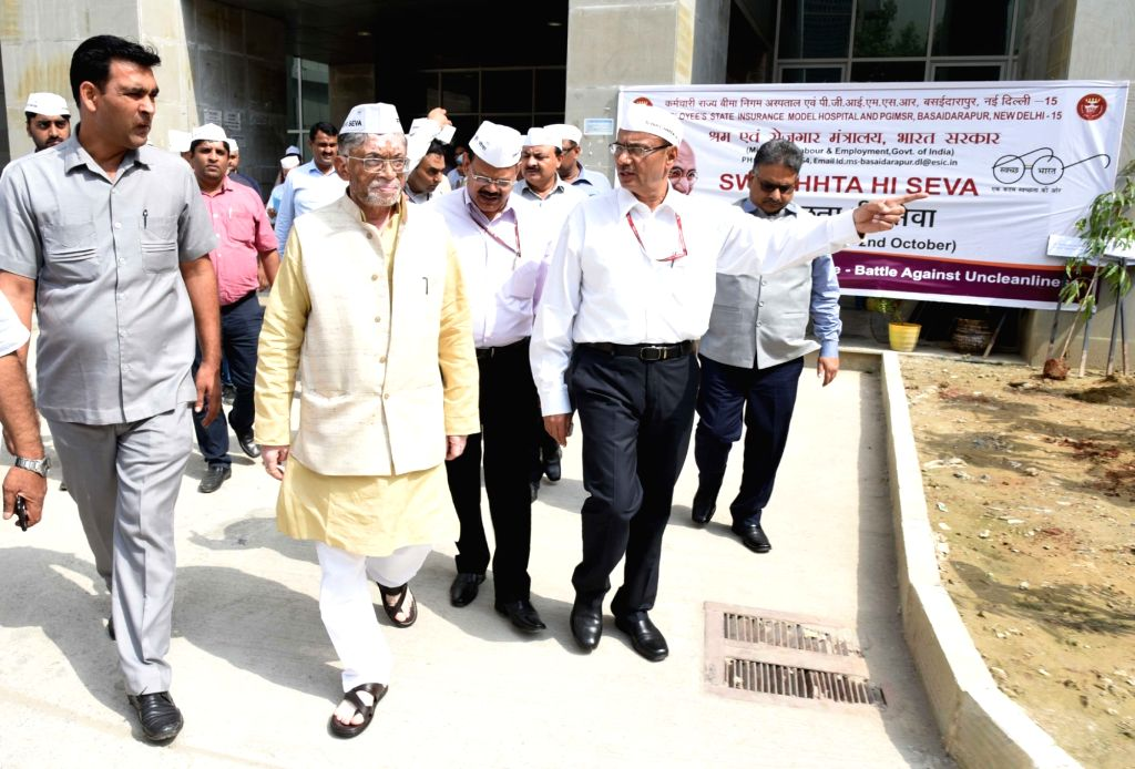 Union MoS Labour and Employment Santosh Kumar Gangwar inspects cleanliness at ESIC hospital Basaidarapur, in New Delhi, on Sept 17, 2018. - Santosh Kumar Gangwar