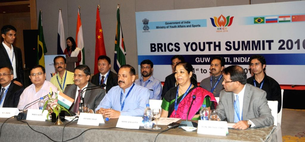 Union MoS PMO Dr. Jitendra Singh with the delegates of the BRICS nations, at the opening session of the 3-day BRICS Youth Summit 2016, at Guwahati on July 1, 2016. - Jitendra Singh