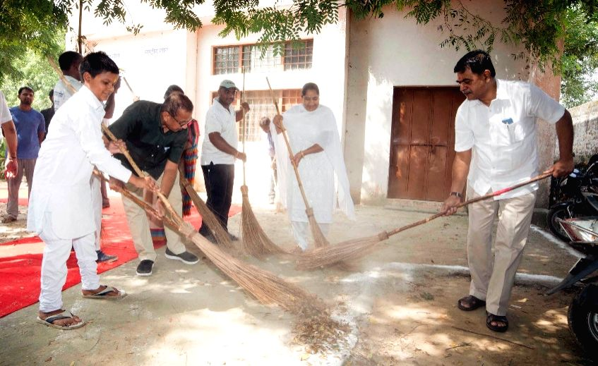 "Union MoS Power Raj Kumar Singh participates in a cleanliness drive under the ""Swachhta hi Sewa"" campaign organised by Power Grid Corporation at Govt. Sr. Secondary School in Pachgaon, ... - Raj Kumar Singh"
