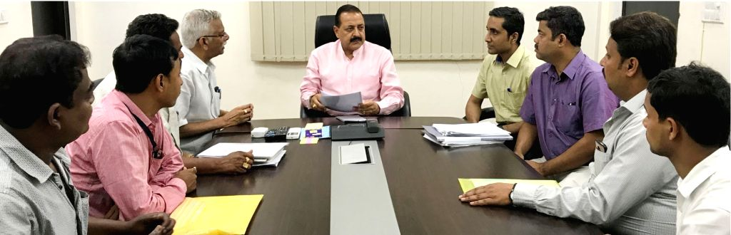 Union MoS Prime Minister's Office Jitendra Singh chairs a meeting with the delegation of Bharatiya Mazdoor Sangh, in New Delhi on April 3, 2018. - Jitendra Singh