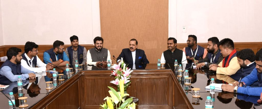 Union MoS Prime Minister's Office Jitendra Singh interacts with a group of students from Indian Institute of Democratic ership (IIDL), Maharashtra; in New Delhi on Feb 8, 2019. - Jitendra Singh