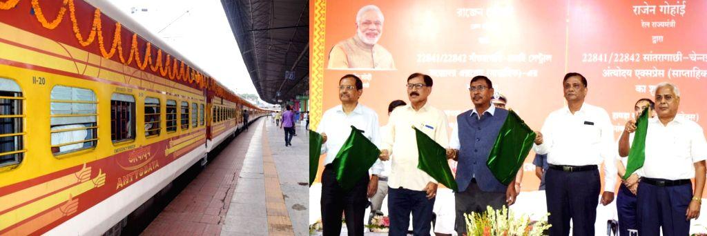 Union MoS Railways Rajen Gohain flags off the new Santragachi-Chennai Central Antyodaya Express (Weekly) from Kolkata, on June 4, 2018.