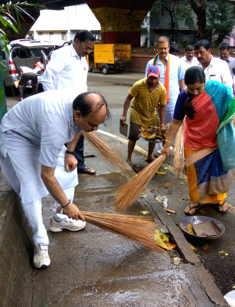 Union Parliamentary Affairs Minister Ananth Kumar participates in a cleanliness drive during the 'Swachhta Hi Sewa' campaign in Bengaluru on Sept 17, 2017. - Ananth Kumar