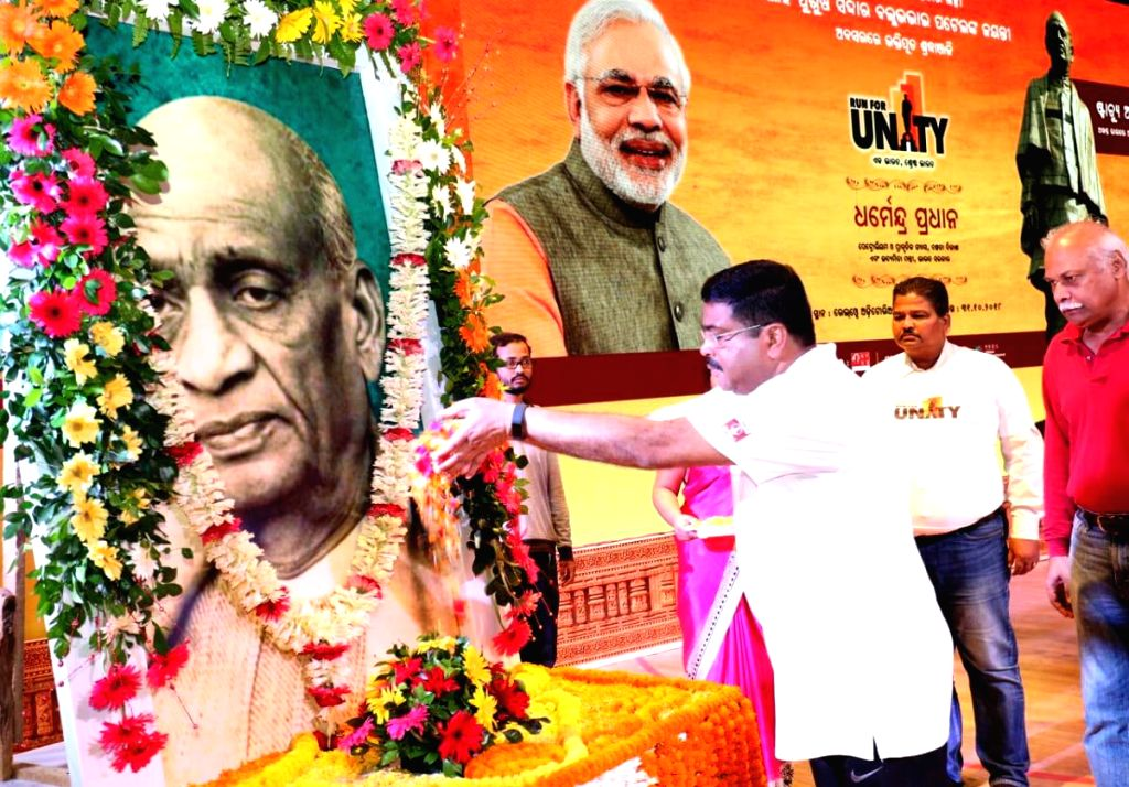 Union Petroleum and Natural Gas and Skill Development and Entrepreneurship Minister Dharmendra Pradhan pays tributes to the country's first Home Minister Sardar Vallabhbhai Patel on his ... - Dharmendra Pradhan and Sardar Vallabhbhai Patel