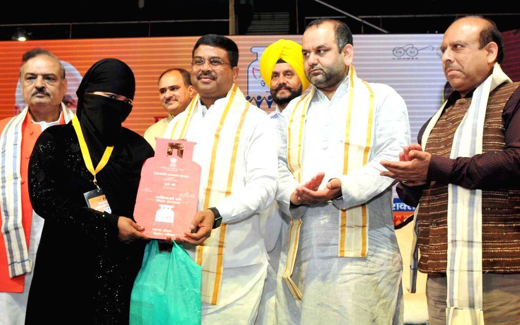 Union Petroleum Minister Dharmendra Pradhan distributes LPG connections under 'Pradhan Mantri Ujjwala Yojana', in New Delhi on April 7, 2018. - Dharmendra Pradhan