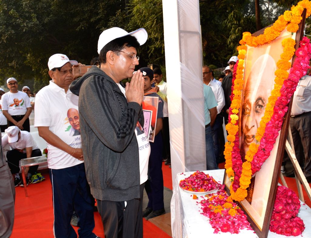 Union Railways and Coal Minister Piyush Goyal pays tributes to the country's first Home Minister Sardar Vallabhbhai Patel on his birth anniversary in New Delhi, on Oct 31, 2018. - Piyush Goyal and Sardar Vallabhbhai Patel