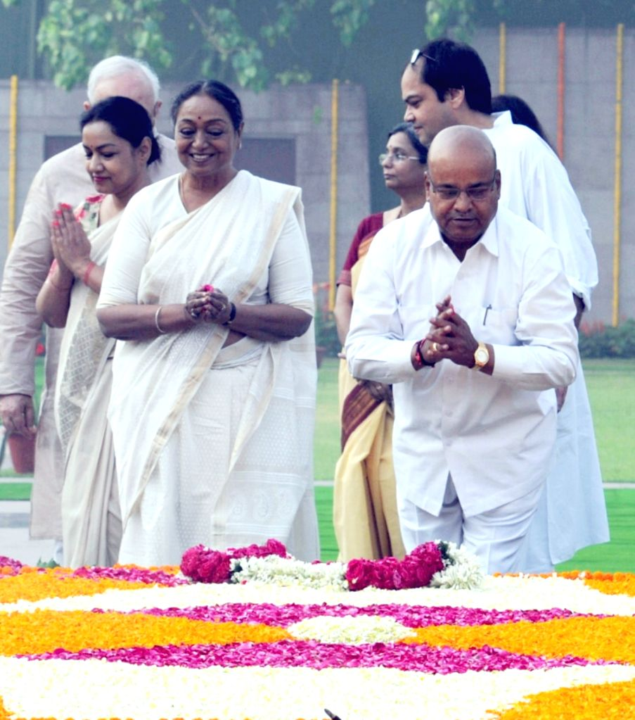 Union Social Justice and Empowerment Minister Thaawar Chand Gehlot and former Lok Sabha speaker Meira Kumar pay homage at the Samadhi of Babu Jagjivan Ram on his 111th birth anniversary, ... - Thaawar Chand Gehlot and Meira Kumar