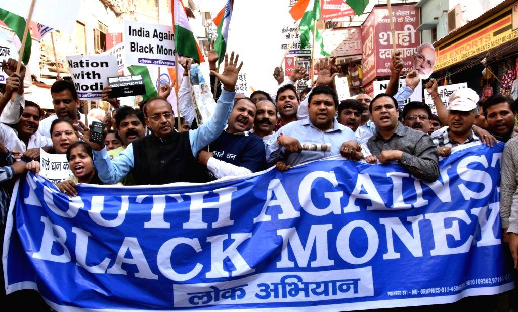 Union Sports Minister Vijay Goel leads a march in support of demonetisation on New Delhi on Nov 27, 2016. - Vijay Goel