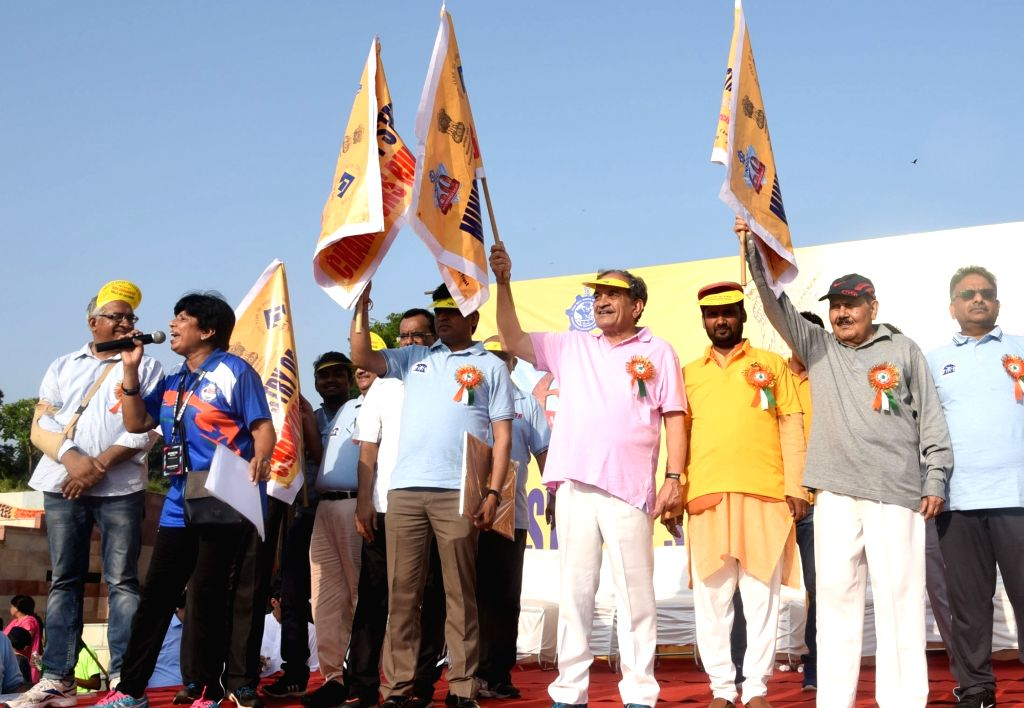 Union Steel Minister Chaudhary Birender Singh flags off the Ministry of Steel 9th Champions Run 2018, in New Delhi on Sept 16, 2018. - Chaudhary Birender Singh