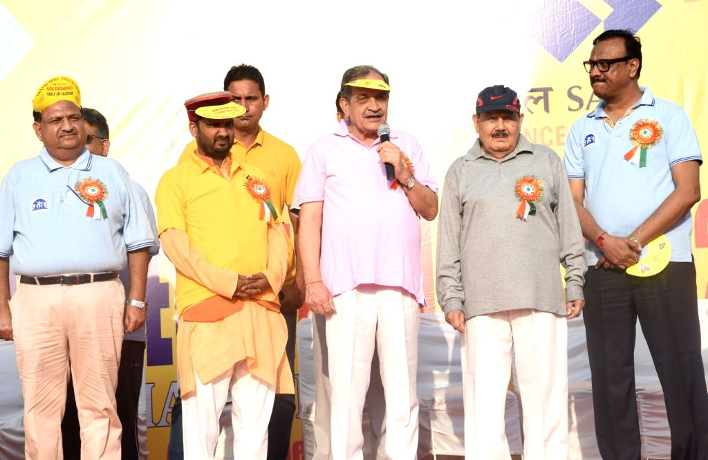 Union Steel Minister Chaudhary Birender Singh addresses at the flagging off ceremony of the Ministry of Steel 9th Champions Run 2018, in New Delhi on Sept 16, 2018. - Chaudhary Birender Singh