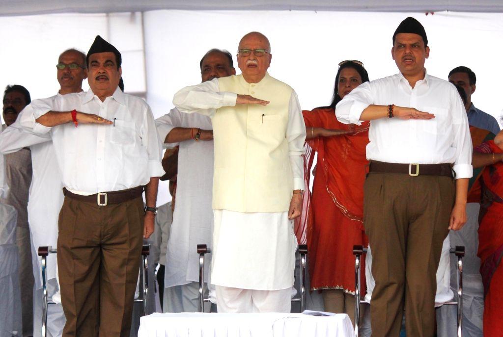 Union Transport Minister Nitin Gadkari, Maharashtra Chief Minister Devendra Fadnavis and BJP veteran L.K. Advani during a programme organised on Vijaya Dashmi at RSS Headquarters in Nagpur, ... - Nitin Gadkari and K. Advani