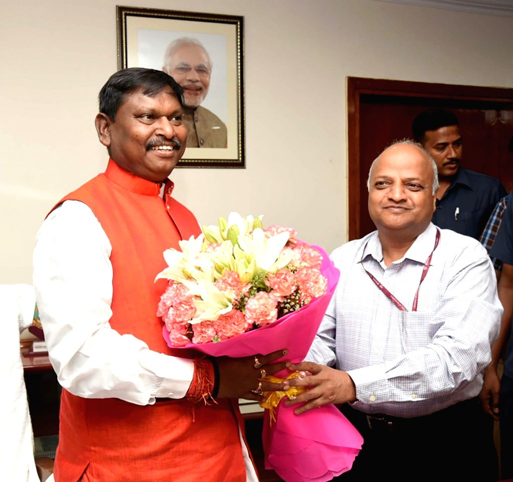 Union Tribal Affairs Minister Arjun Munda being greeted by Ministry of Tribal Affairs Secretary Deepak Khandekar after taking charge of office, in New Delhi on June 3, 2019. - Arjun Munda