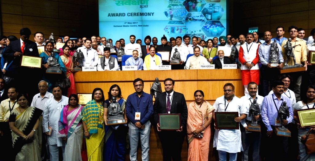 Union Urban Development Minister M. Venkaiah Naidu with recipients of Swachh Survekshan – 2017 awards  in New Delhi on May 4, 2017. - M. Venkaiah Naidu