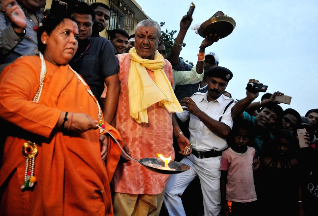 Union Water Minister Uma Bharti performs Ganga Aarti in Kolkata, on May 25, 2017. - Uma Bharti